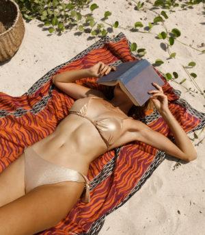 Bikini Betty Oro